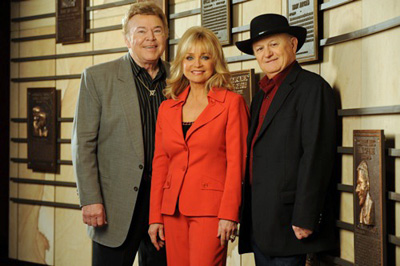 Roy Clark, Barbara Mandrell & Charlie McCoy inducted into The Country Music hall of Fame, Nashville in 2009